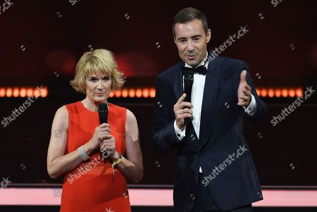 TV-Presenter Kai Pflaume (R) and chief editor of 'Bild Der Frau' Sandra Immoor (L) during the 'Goldene Bild der Frau' ('Golden picture of the woman') awarding ceremony in Hamburg, northern Germany, 23 October 2019. The 'Goldene Bild der Frau' is awarded to women in voluntary positions.