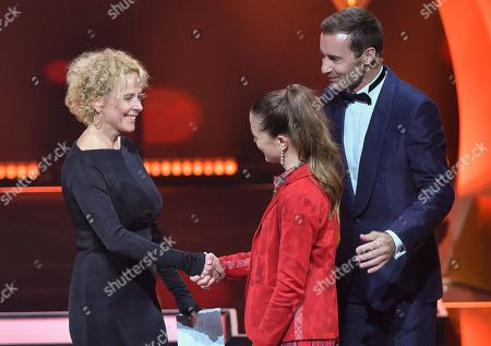 Katja Riemann with LaureateIsabel Peter and TV-Presenter Kai Pflaume during the 'Goldene Bild der Frau' ('Golden picture of the woman') awarding ceremony in Hamburg, northern Germany, 23 October 2019. The 'Goldene Bild der Frau' is awarded to women in voluntary positions.