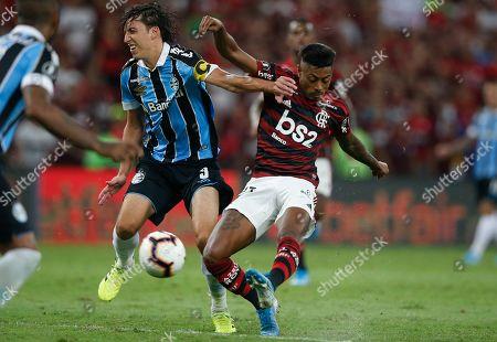 Bruno Henrique of Brazil's Flamengo, right, fights for the ball with Pedro Geromel of Brazil's Gremio during a Copa Libertadores semifinal second leg soccer match at the Maracana stadium in Rio de Janeiro, Brazil