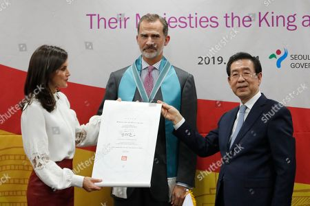 King Felipe VI, Queen Letizia. Spain's King Felipe VI, center, stands as his wife Queen Letizia receives a certification of honorary citizenship from Seoul Mayor Park Won-soon during a ceremony at the Seoul City Hall in Seoul, . Felipe VI arrived on Wednesday for a two-day visit to meet with South Korean President Moon Jae-in