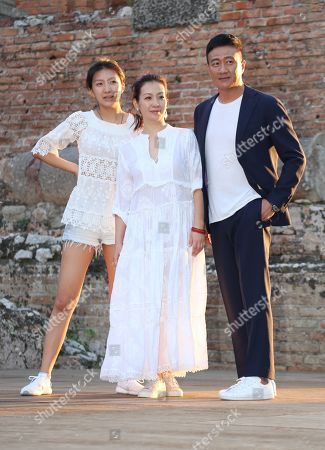 Hu Jun visiting the Greek theatre with wife Fang Lu and daughter