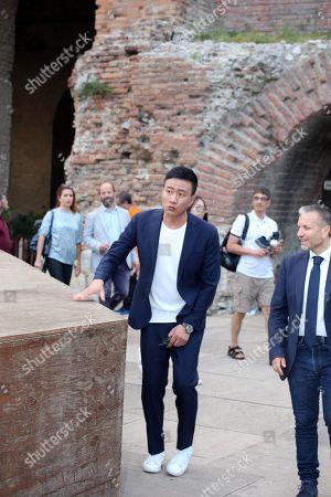Hu Jun visiting the Greek theatre