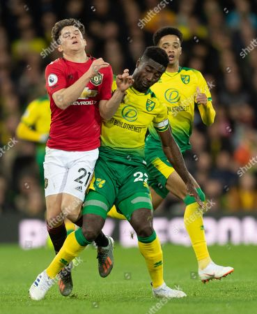 Daniel James of Manchester United and Alexander Tettey of Norwich City collide
