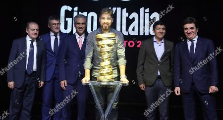 (L-R) Director of the Giro Mauro Vegni, Paolo Bellino, RAI president Marcello Foa, Slovak rider Peter Sagan, Ecuadorian rider Richard Carapaz and chairman of sport and media company  RCS Urbano Cairo poses with the Giro d'Italia trophy during the presentation of the 103rd edition of the Giro d'Italia in Milan, Italy, 24 October 2019. The cycling tour will take place from 09 through 31 May 2020.