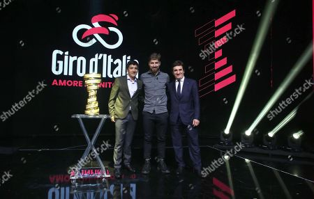 (L-R) Ecuadorian rider Richard Carapaz, Slovak rider Peter Sagan and chairman of sport and media company RCS Urbano Cairo pose with the Giro d'Italia trophy during the presentation of the 103rd edition of the Giro d'Italia in Milan, Italy, 24 October 2019. The cycling tour will take place from 09 through 31 May 2020.