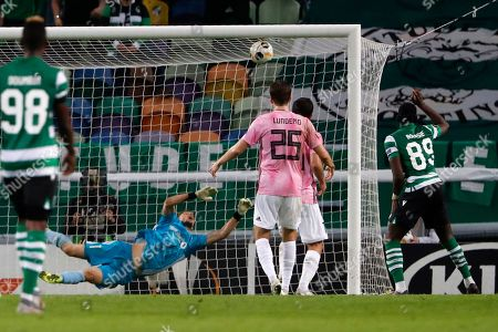 Sporting's Yannick Bolasie, right, scores the opening goal during the Europa League group D soccer match between Sporting CP and Rosenborg at the Alvalade stadium in Lisbon