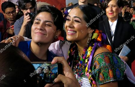"""Singer Lila Downs, center, poses with fans as she arrives for the red carpet of the documentary """"Al son del chile frito"""" at the Morelia Film Festival in Morelia, Mexico"""
