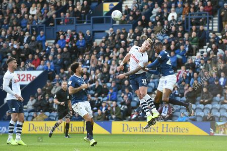 26th October 2019, Deepdale, Preston, England; Sky Bet Championship, Preston North End v Blackburn Rovers : Patrick Bauer (21) of Preston North End and Bradley Johnson (4) of Blackburn Rovers go up for the high ball