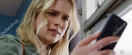 Elizabeth Lail as Quinn Harris