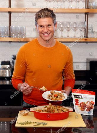 David Burtka serves up his Thanksgiving Stuffing made with Gardein Sliced Italian Saus'age, in New York