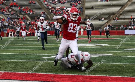 Rutgers Scarlet Knights wide receiver Isaiah Washington (83) runs in for a third quarter touchdown during an NCAA Men's football game between the Liberty Flames and the Rutgers Scarlet Knights at SHI Stadium in Piscataway, NJ