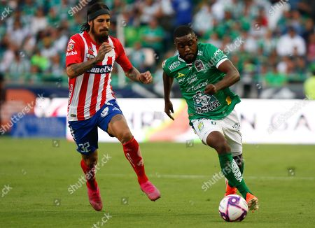 Joel Campbell (R) of Leon in actiona against Oscar Benitez (L) of Atletico San Luis during the Apertura Tournament (Liga MX) soccer match between Leon and Atletico San Luis at the Nou Camp Stadium, in Leon, Mexico, 26 October 2019.