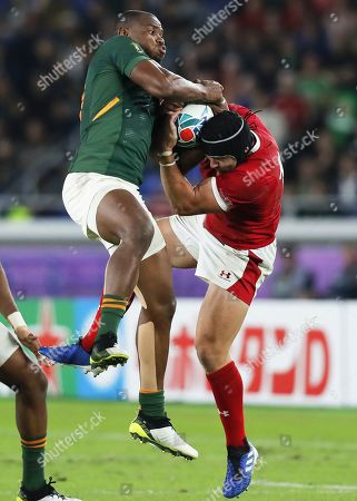 Makazole Mapimpi (L) of South Africa in action against Leigh Halfpenny (R) of Wales during the Rugby World Cup 2019 semi final match between South Africa and Wales at the International Stadium Yokohama in Yokohama City, Japan, 27 October 2019.