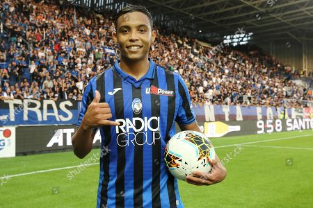 Atalanta's Luis Muriel with the ball after scoring three goals  during the Italian Serie A soccer match between Atalanta Bergamo and Udinese Calcio at the Atleti Azzurri dItalia stadium in Bergamo, Italy, 27 October 2019.