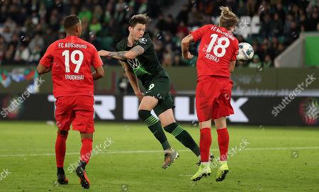 Wolfsburg's Wout Weghorst (C) in action with Augsburg's Tin Jedvaj (R) during the German Bundesliga soccer match between VfL Wolfsburg and FC Augsburg in Wolfsburg, Germany, 27 October 2019.