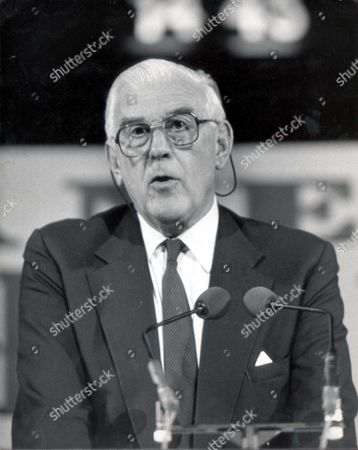 Marmaduke Hussey Speaking At The Albert Hall... Lord (marmaduke) Hussey - 1988 Picture Desk ** Pkt 1851 - 131073