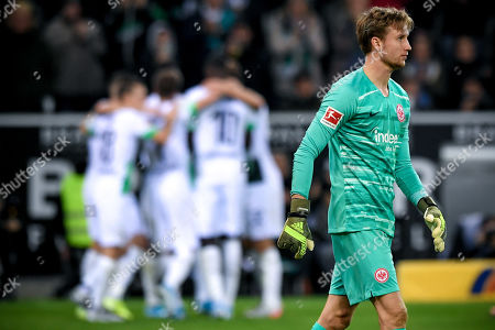 Frankfurt's goalkeeper Frederik Ronnow (R) reacts as Moenchengaldbach players celebrate the 1-0 lead during the German Bundesliga soccer match between Borussia Moenchengladbach and Eintracht Frankfurt in Moenchengladbach, Germany, 27 October 2019.