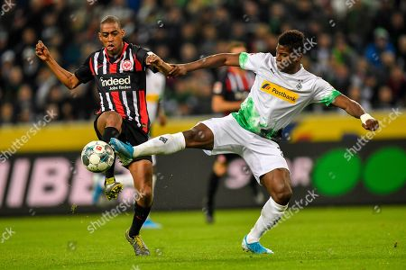 Frankfurt's Gelson Fernandes, left, fights for the ball with Moenchengladbach's Breel Embolo during the German Bundesliga soccer match between Borussia Moenchenglabach and Eintracht Frankfurt in Moenchengladbach, Germany