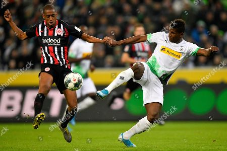Moenchengladbach's Breel Embolo, right, is challenged by Frankfurt's Gelson Fernandes during the German Bundesliga soccer match between Borussia Moenchenglabach and Eintracht Frankfurt in Moenchengladbach, Germany