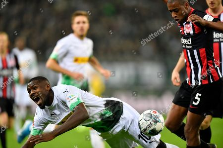 Moenchengladbach's Marcus Thuram, left, fights for the ball with Frankfurt's Gelson Fernandes during the German Bundesliga soccer match between Borussia Moenchenglabach and Eintracht Frankfurt in Moenchengladbach, Germany