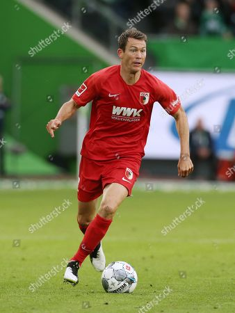 Stephan Lichtsteiner    / Football: Germany, 1. Bundesliga  /  2019/2020 / 27.10.2019 / VfL Wolfsburg WOB vs. FC Augsburg FCA / DFL regulations prohibit any use of photographs as image sequences and/or quasi-video. /00005881632006 /