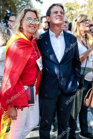Politician Manuel Valls (R) and his wife Susana Gallardo (L) attend the demonstration against the Catalan Separatists.