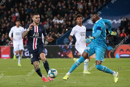 Paris Saint Germain's Mauro Icardi (L) and Marseille's goalkeeper Steve Mandanda (R) in action during the French Ligue 1 soccer match between PSG and Marseille at the Parc des Princes stadium in Paris, France, 27 October 2019.