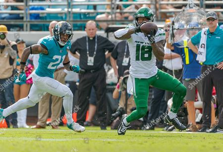 Jacksonville, FL, U.S: New York wide receiver Demaryius Thomas (18) makes a catch in front of Jacksonville cornerback A.J. Bouye (21) during 2nd half NFL football game between the New York Jets and the Jacksonville Jaguars. Jaguars defeated Jets 29-15 at TIAA Bank Field in Jacksonville, Fl