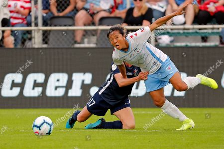 Chicago Red Stars' Y?ki Nagasato, right, collides with North Carolina Courage's Heather O'Reilly (17) during the first half of an NWSL championship soccer game, in Cary, N.C
