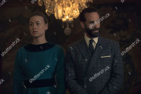 Yvonne Strahovski as Serena Joy Waterford and Joseph Fiennes as Fred Waterford and