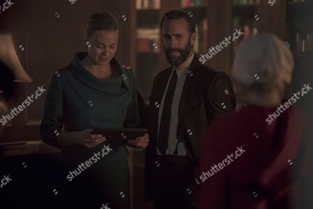Yvonne Strahovski as Serena Joy Waterford and Joseph Fiennes as Fred Waterford