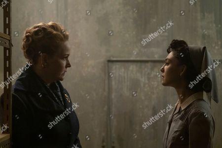 Chelah Horsdal as Helen Smith and Alexa Davalos as Juliana Crain