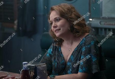 Chelah Horsdal as Helen Smith
