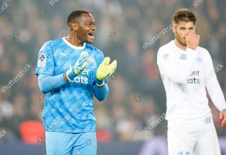 OM's goalkeeper Steve Mandanda encourages his defenders