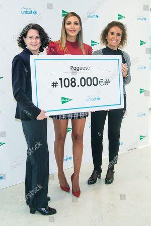 Rosanna Zanetti awards a cheque to UNICEF on behalf of El Corte Ingles