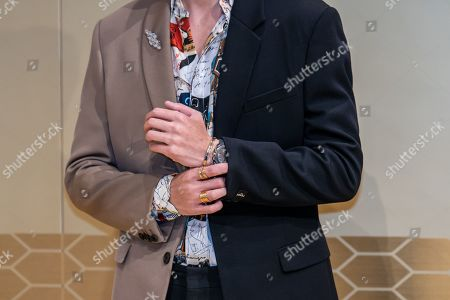 Stock Picture of Lee Soo-hyuk, jewelry detail