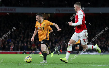 Diogo Jota of Wolves  breaks through the Arsenal defence (Calum Chambers of Arsenal - R) with seconds to go but can't finish his run with a goal