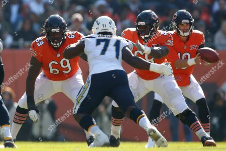 Rashaad Coward, James Daniels, Damion Square. Chicago Bears offensive tackle Rashaad Coward (69) and James Daniels (68) block Los Angeles Chargers defensive end Damion Square (71) during an NFL football game, in Chicago