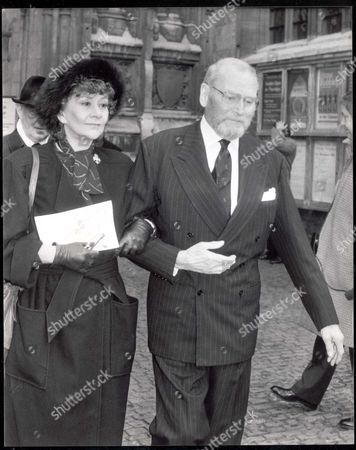 Laurence Olivier (lord Olivier 1907-1989) Pictured With His Wife Actress Joan Plowright Following The Thanksgiving Service For Actor Sir Ralph Richardson At Westminster Abbey. Dame Joan Plowright (dbe 1/04)