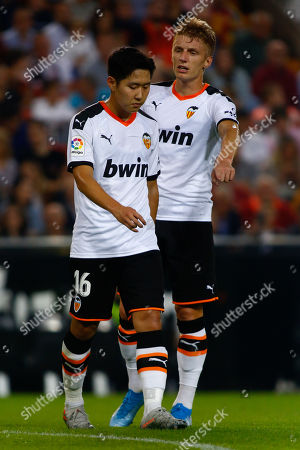 Daniel Wass, danish player for Valencia CF gives instructions to Kang In Lee