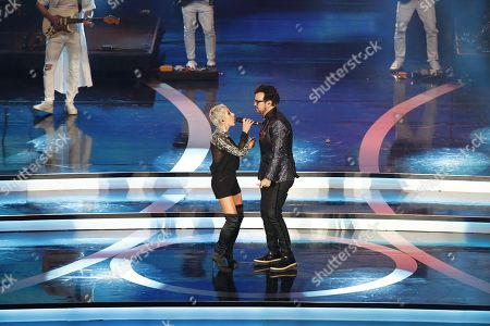 Ana Torroja (L) and Mexican singer Aleks Syntek (R) perform on stage during 'Las Lunas del Auditorio 2019' awards ceremony in Mexico City, Mexico, 30 October 2019.