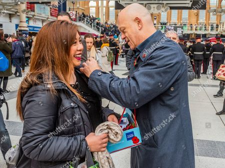 Stock Photo of Ross Kemp sells poppies as he Launches London Poppy Day 2019  on Liverpool Street Station, central concourse - 2000 service personnel join forces with veterans, volunteers and celebrities in an attempt to raise £1m in a single day for The Royal British Legion during London Poppy Day.
