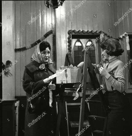 Ruth Holden as Vera Lomax and Anne Reid (as Valerie Barlow)