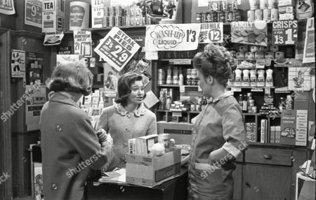 Anne Reid (as Valerie Barlow), Eileen Mayers (as Sheila Birtles) and Sandra Gough (as Irma Barlow)