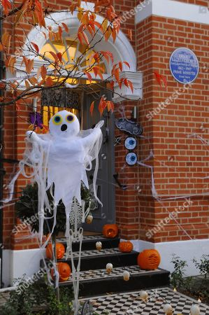Stock Picture of Halloween decorations outside the former home of former United Kingdom Prime Minister, David Lloyd George, now a Blue Plaque listed home in Wandsworth, south London.