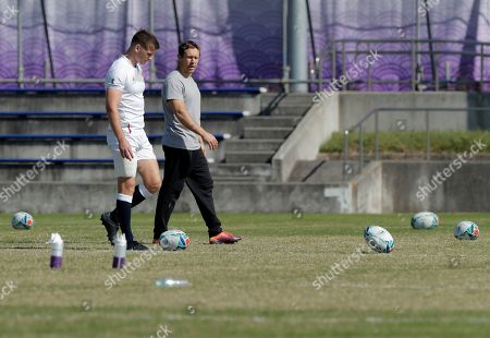 England's Owen Farrell, left, talks with former England rugby international Jonny Wilkinson at the end of England's final training session in Tokyo, Japan, Friday, Nov.1, 2019. England will play South Africa in the Rugby World Cup final on Saturday Nov. 2. in Yokohama