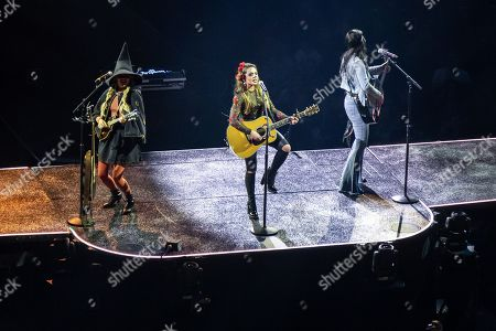 Runaway June - Hannah Mulholland, Naomi Cooke and Jennifer Wayne