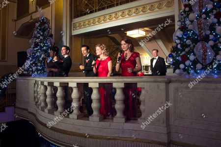 Brenda Edwards (Martha Watson), Dan Burton (Phil Davis), Danny Mac (Bob Wallace), Clare Halse (Judy Haynes), Danielle Hope (Betty Haynes) and Michael Brandon (General Henry Waverly)