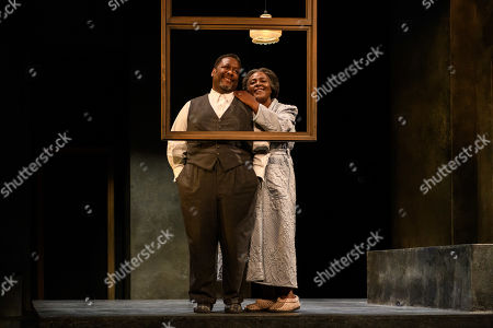 Wendell Pierce (Willy Loman) and Sharon D Clarke (Linda Loman).