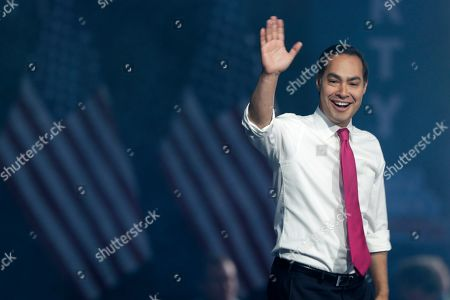 Democratic presidential candidate former U.S. Secretary of Housing and Urban Development Julian Castro arrives to speak at the Iowa Democratic Party's Liberty and Justice Celebration, in Des Moines, Iowa